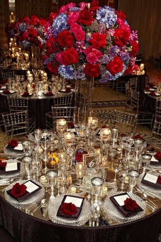 mirrored-tabletop-with-lucite-chairs-and-bright-centerpiece