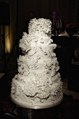 white-wedding-cake-inspired-by-monique-lhuillier-wedding-dress