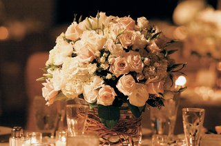 creamy-rose-and-curly-willow-centerpieces