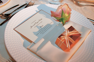 white-menu-card-rimmed-in-gold-with-favor-box