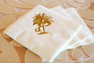 wedding-cocktail-napkins-stamped-with-the-couples-gold-crest