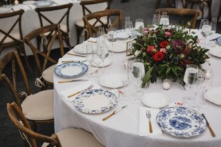 round-wedding-reception-table-white-linen-wood-chair-low-centerpiece-fall-colors-blue-white-china
