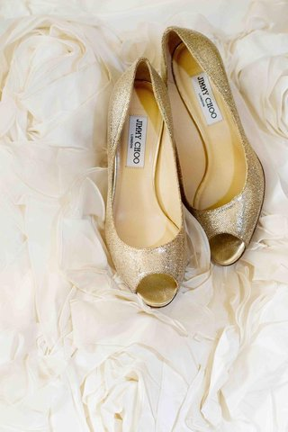 glitter-peep-toe-jimmy-choo-pumps-on-rosettes