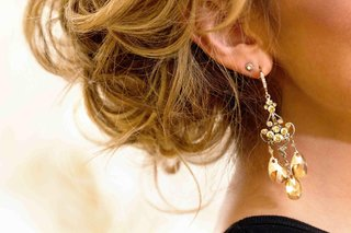 blonde-bride-wearing-jeweled-drop-earrings