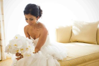 persian-woman-in-wedding-dress-with-bouquet