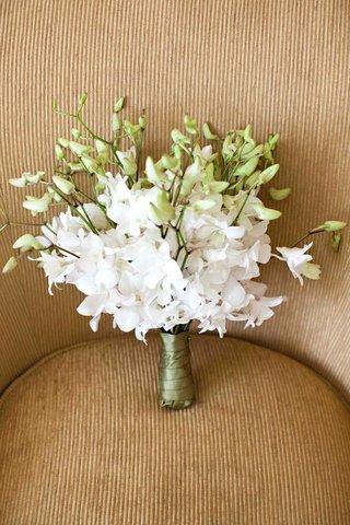 bridesmaid-nosegay-composed-of-dendrobium-orchids