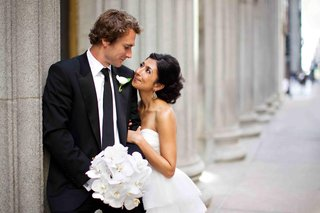 bride-and-groom-next-to-columns-in-chicago