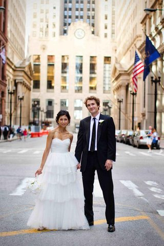 bride-and-groom-and-chicago-buildings