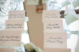 seating-card-display-on-mirrored-tabletop