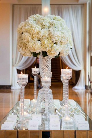 escort-cards-displayed-on-mirrored-tabletop