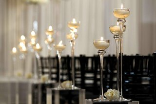 crystal-white-and-black-ceremony-decor