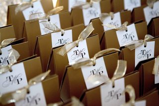 custom-wedding-monogram-tags-on-favor-box