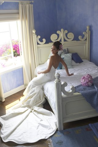 woman-wearing-elizabeth-fillmore-wedding-dress
