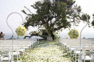 outdoor-ceremony-with-flower-petal-aisle