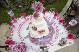 wedding-dress-inspired-cake-from-above