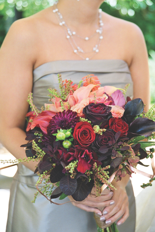 bridesmaids-carrying-dark-colored-flowers
