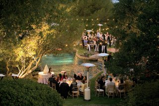 poolside-cake-table-and-dance-floor-at-night