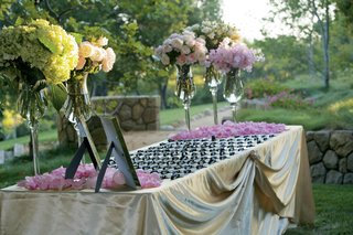 gold-linens-topped-with-silver-luggage-tags