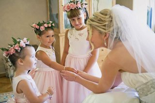 jeff-bridges-daughter-with-cute-flower-girls