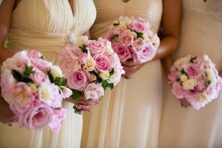 pale-yellow-dresses-and-bright-rose-nosegays