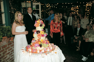 wedding-cake-decorated-with-bright-flowers