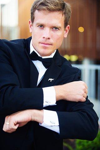 groom-wearing-suit