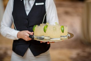 margaritas-served-on-the-tray-at-wedding-cocktail-hour