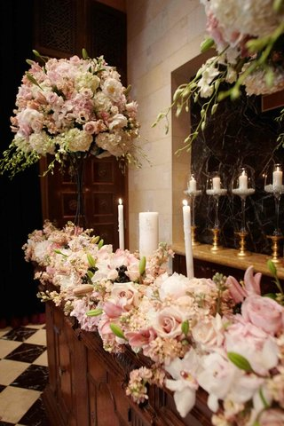 floral-and-candlelit-church-decorations