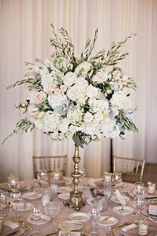 gold-candelabra-garden-roses-hydrangea-jasmine-vine-candles