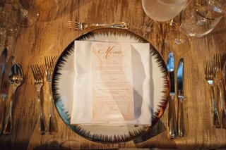 wedding-reception-gold-linen-tablecloth-pattern-place-setting-with-blush-swirl-menu-card