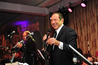 singer-paul-anka-performing-at-wedding-reception