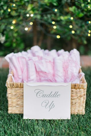 wedding-reception-gifts-pink-shawls-and-blankets-for-outdoor-reception
