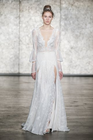 inbal-dror-fall-2018-v-neck-and-back-embroidered-lace-gown-with-long-sleeves-and-double-front-slits