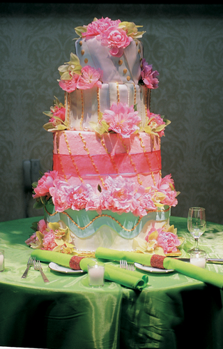 round-four-layer-cake-with-fresh-flowers
