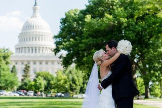 bride-and-groom-kiss-with-view-of-united-states-capitol