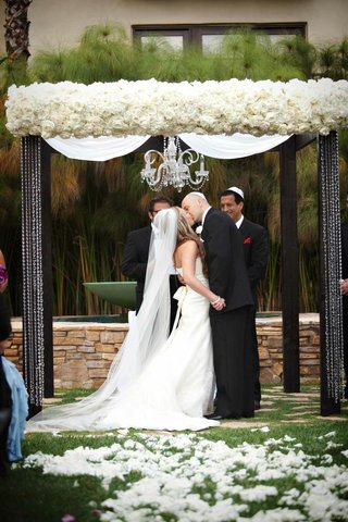 white-rose-chuppah-with-chandelier-and-crystal-strands
