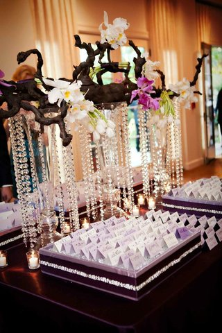 oak-branch-with-orchids-and-crystal-strands-over-escort-cards