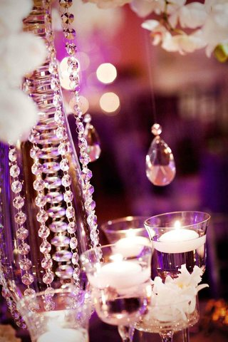 bling-wedding-decorations-crystal-strands-on-centerpiece