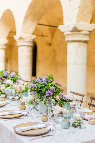 wedding-reception-table-italy-destination-wedding-archway-stone-pillar-purple-lilac-flowers