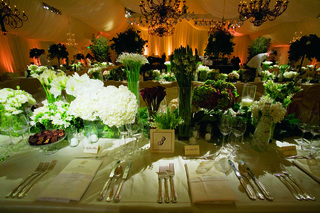 tented-reception-with-natural-colors-and-linens