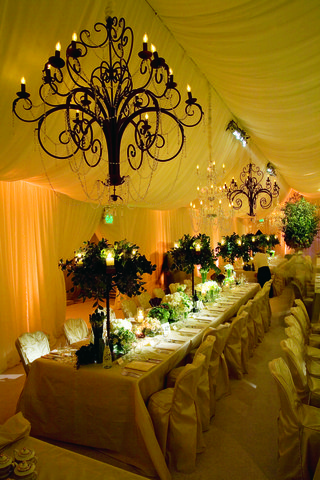 crystal-chandeliers-above-long-tables
