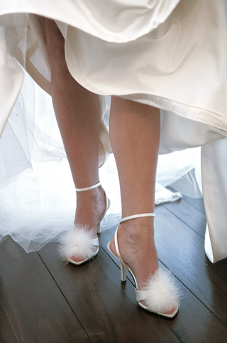 kate-spade-bridal-sandals-with-white-feathers