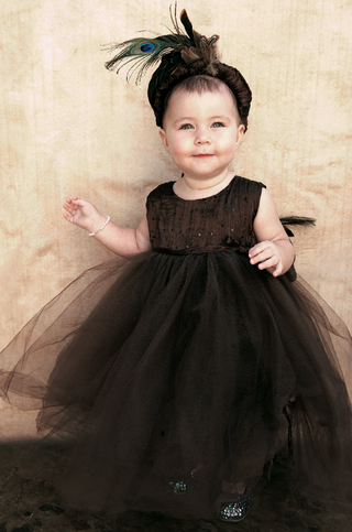brown-dress-with-headband-and-feathers