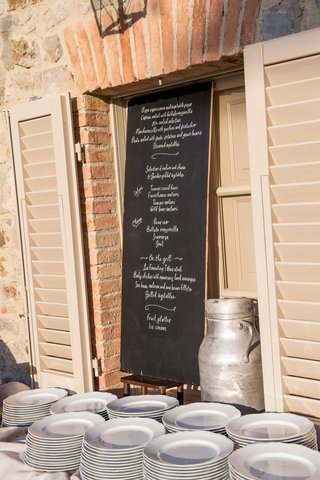 chalkboard-menu-for-a-wedding-rehearsal-dinner-in-tuscany