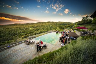 wedding-cocktail-hour-by-a-pool-overlooking-the-tuscan-countryside-at-castiglion-del-bosco