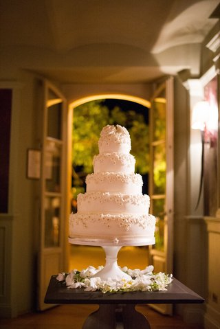 white-wedding-cake-with-small-sugar-flowers