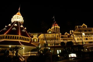 hotel-del-coronado-decked-out-in-christmas-lights