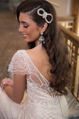 bride-with-1920s-inspired-wedding-dress-chandelier-earrings-and-figure-8-headpiece