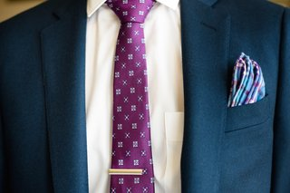 plaid-pocket-square-and-pattern-tie-with-clip