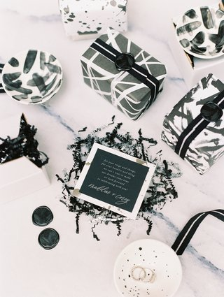 wedding-favor-welcome-gift-black-and-white-jewelry-dishes